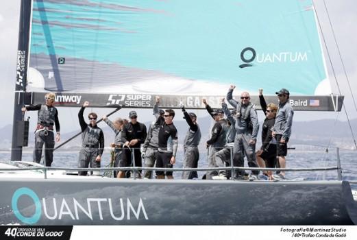 Tripulación del QUANTUM celebrando la victoria. Fuente TCG