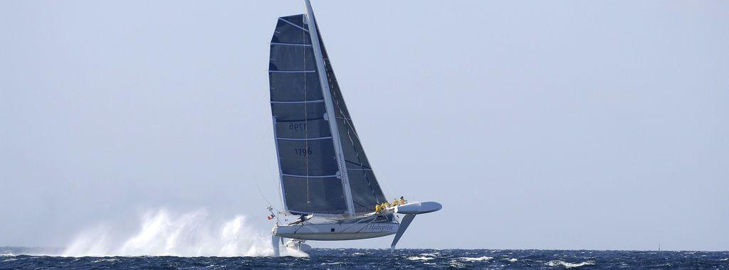 Barco velero HIDRÓPTERO. Fuente Hydroptere