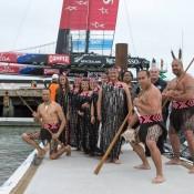Trpulación del ETNZ con NZ Danza Maorí. 1 Regata. Fuente ETNZ