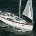 barco de vela navegando en calma