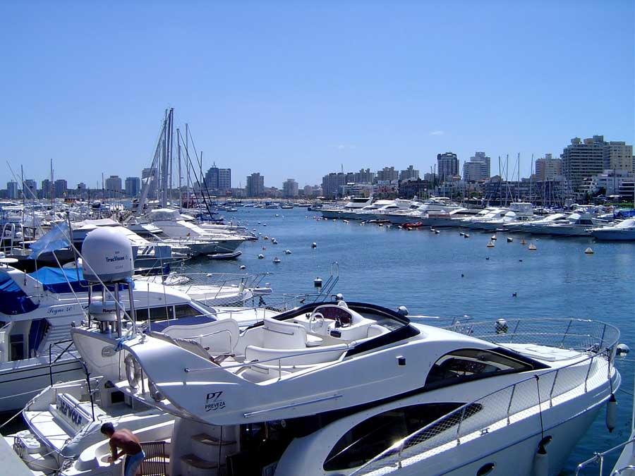 yates-en-marina