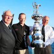 Bob Oatley, James Spithill e Iain Murray con la Copa América