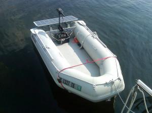 Panel solar en una embarcación semi rígida