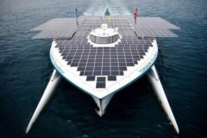 Paneles solares en catamarán